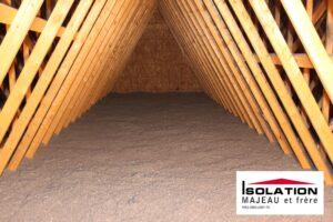 isolant de cellulose dans le grenier